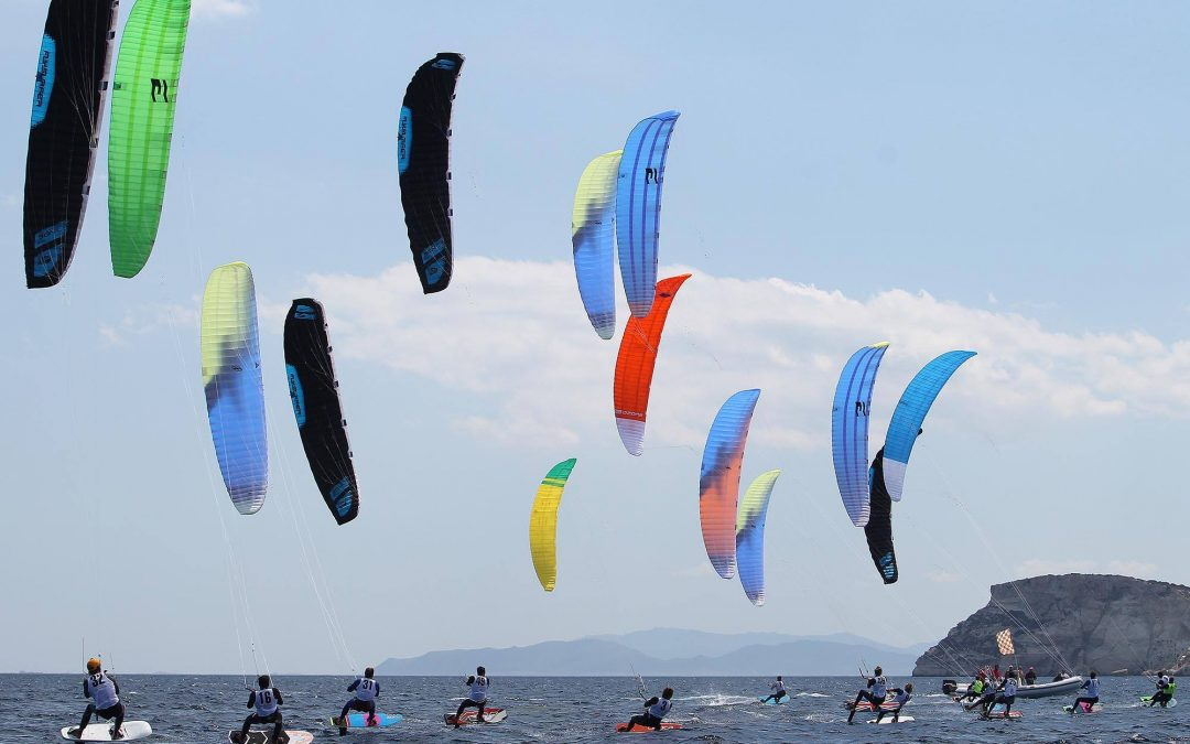 What are the differences between the Formula kite Class and the Kite Foil Class? Kite Foil is an open class where any kind of prototipe can be used. Formula Kite is a class where only the registrated material can be used.